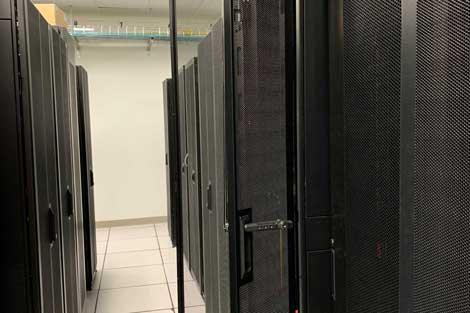 new-york-data-center-equipment-4-470x313